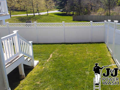 Pressure Washing a Vinyl Fence