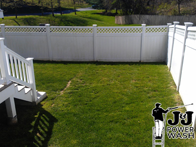 How to Wash a Vinyl Fence
